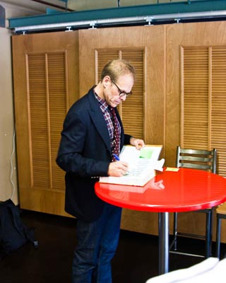 Alton Brown signing books