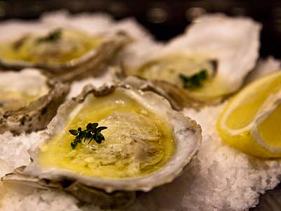 baked oysters with fresh thyme and garlic